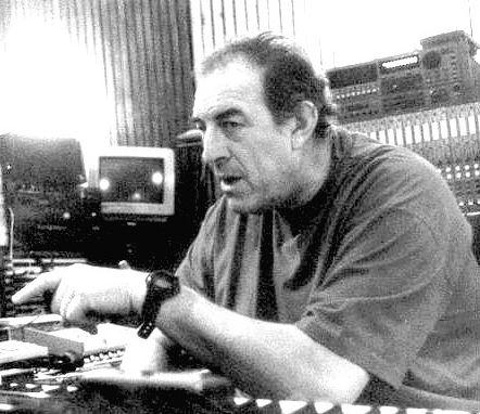 Une des rares photos de Bernard Estardy dans son studio d'enregistrement parisien